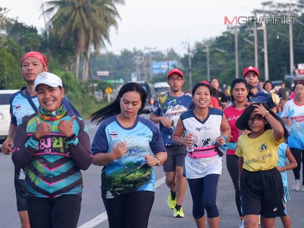"""สุดคึกคัก! งานเดิน-วิ่งการกุศล """"Run for charity สุขใจพี่ให้น้อง"""" นำเงินบริจาคมอบเป็นทุนการศึกษา"""