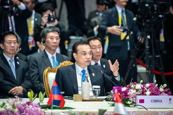 """นายกฯจีนร่วมประชุมผู้นำอาเซียน-จีน ชี้ """"หนึ่งแถบ หนึ่งเส้นทาง"""" พร้อมประสานยุทธศาสตร์อาเซียน"""