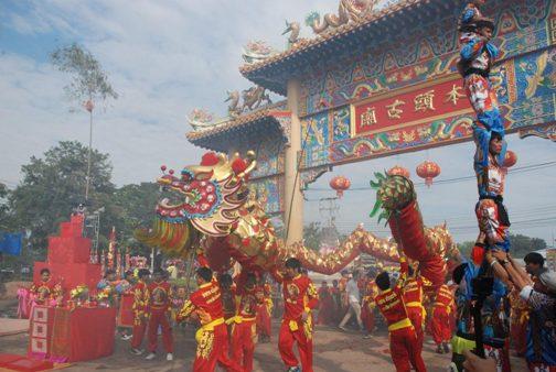 คึกคักทุกปี!ชาวไทยเชื้อสายจีน จัดขบวนแห่สิงโต-มังกรทอง-งิ้ว-ลิเก เปิดงานศาลเจ้าปึงเถ่ากงม่า