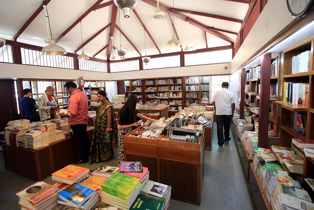 ร้านหนังสือภายในอาศรม
