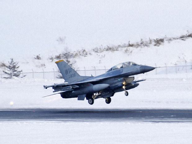 เครื่องบินรบสหรัฐฯ ทิ้งระเบิดเทียมนอกพื้นที่ฝึกในญี่ปุ่น