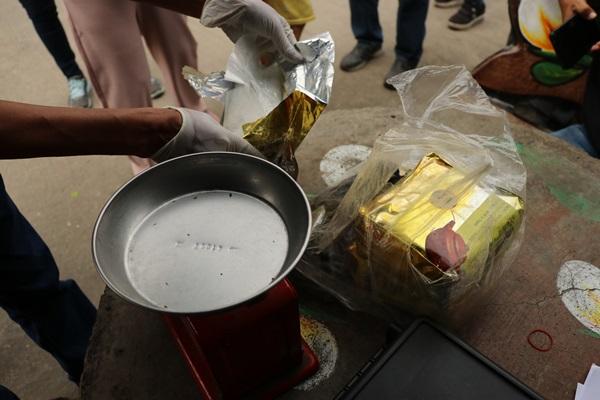 พบไอซ์ ปริศนา 3 กิโล มูลค่าไม่ต่ำกว่า 1.2ล้านบาท ซุกในชุมชน