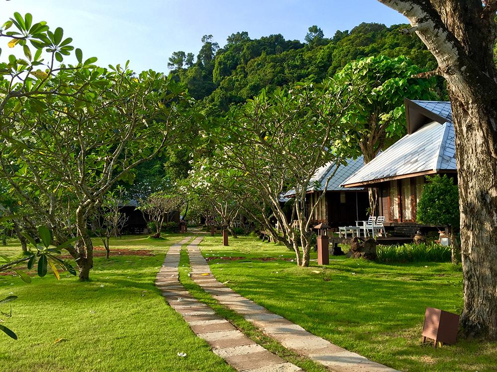 Thanya Beach Resort (ภาพ : Booking.com)