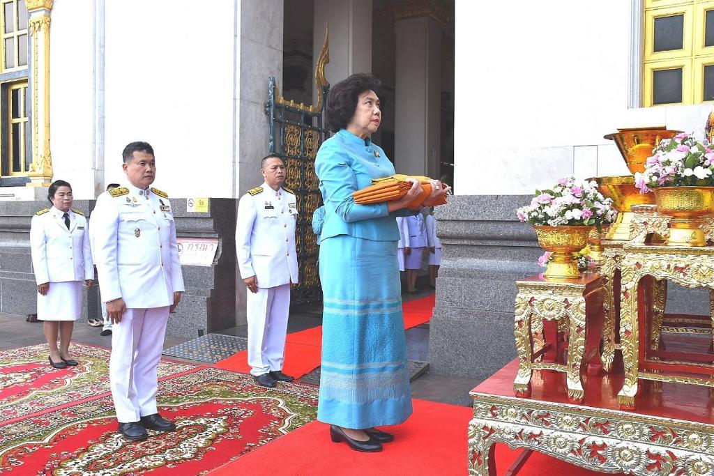 สภาสตรีแห่งชาติฯถวายผ้าพระกฐินพระราชทาน ณ วัดหลวงพ่อโสธร