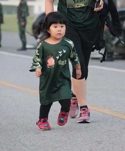 """มูลนิธิสันติภาพชีวิตคิดเพื่อสันติภาพใต้ ร่วมกับ กองพลทหารราบที่ 9 จัดแข่งขัน เดิน - วิ่ง การกุศล """"เพื่อเธอ เพื่อสันติภาพ"""""""