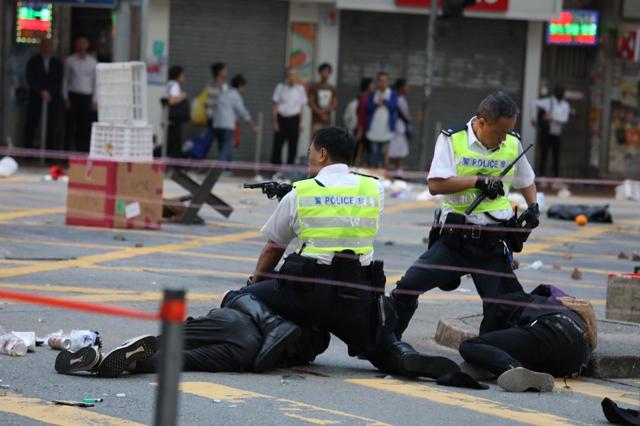 ประท้วงฮ่องกง: ผู้ประท้วง ถูกเจ้าหน้าที่ตำรวจยิงด้วยกระสุนจริง