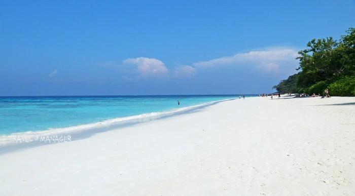 เกาะตาชัย โด่งดังจนประสบปัญหานักท่องเที่ยวล้นเกาะ ทำให้สุดท้ายกรมอุทยานฯต้องประกาศปิดเกาะอย่างไม่มีกำหนดมาจนถึงปัจจุบัน