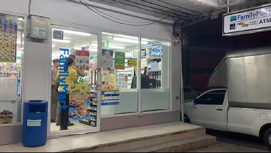 คนร้ายบุกเดี่ยวจี้ชิงทรัพย์ร้านสะดวกซื้อ กำเงินครึ่งหมื่นขี่จยย.หนีลอยนวล