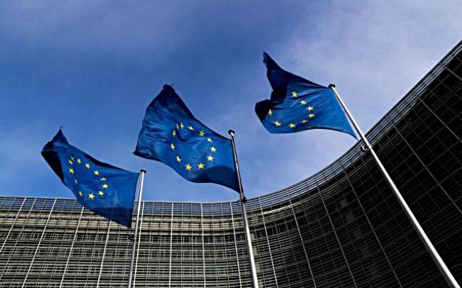 สหภาพยุโรปให้เวลาเขมร 1 เดือนแก้ไขสถานการณ์สิทธิมนุษยชนก่อนตัดสินระงับสิทธิการค้า