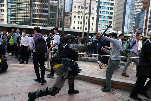 """นักศึกษาจีนที่เผ่นหนีฮ่องกง เซินเจิ้นเปิด """"ศูนย์อพยพ"""" ฯ"""