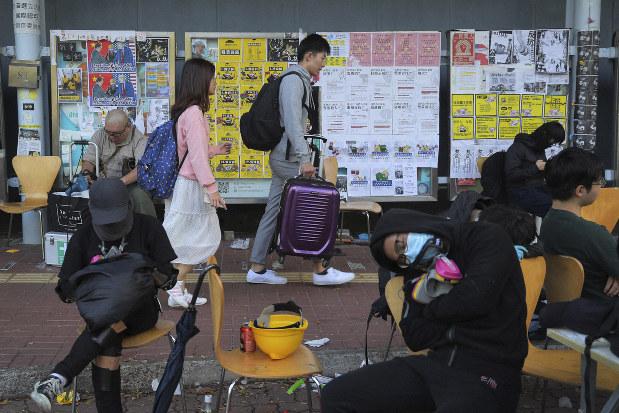 """นักศึกษาจีนแผ่นดินใหญ่แห่หนี """"ม๊อบฮ่องกง"""" กลัวภัยถึงตัว"""