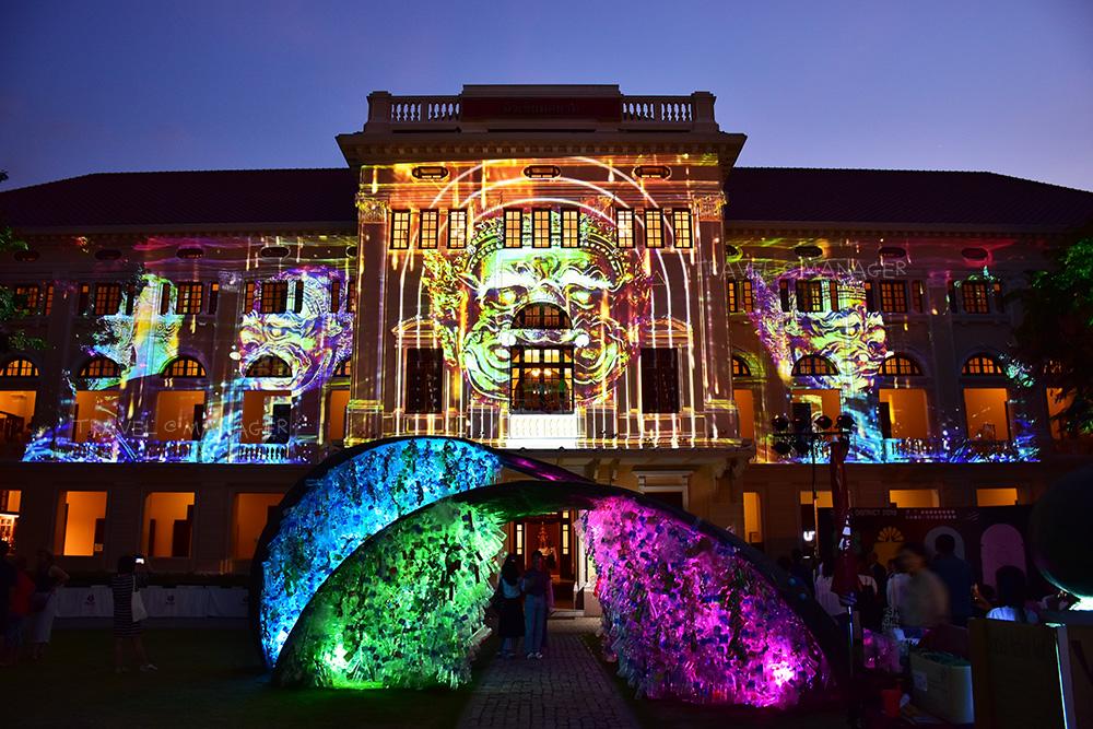 """แสงสีตระการตา เปิดมุมมองใหม่กรุงเทพฯ ในงาน """"เทศกาลศิลปะ เปิดเกาะรัตนโกสินทร์"""""""