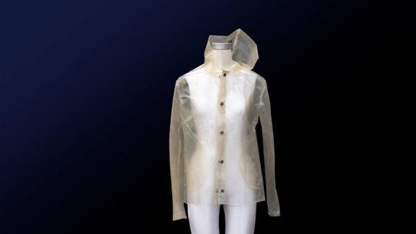 เสื้อกันฝนลดโลกร้อน! อีโคดีไซน์ ไบโอพลาสติกจากสาหร่าย
