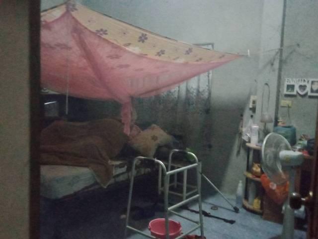 สุดสลด!แม่วัย 87 ป่วยติดเตียงไม่ได้กินข้าวอยู่กับศพลูกขึ้นอืดกลิ่นคลุ้งเต็มบ้าน