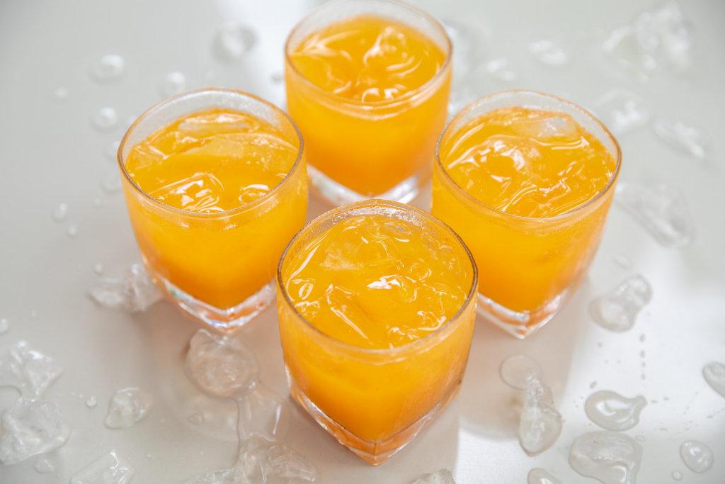 """ผลตรวจ """"น้ำส้ม"""" เจอสารเคมีตกค้าง 60% ไม่พบยาปฏิชีวนะ"""