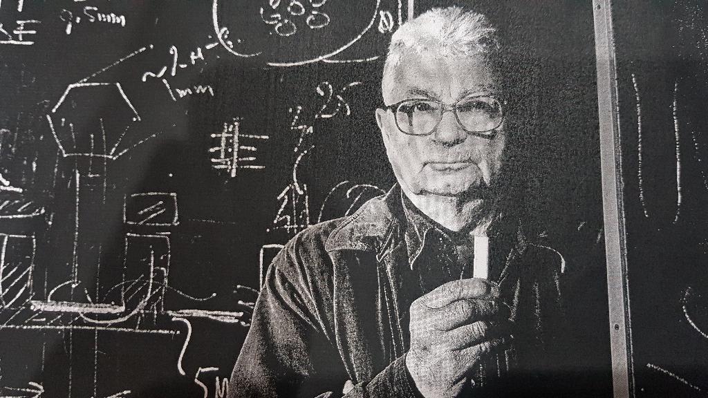 นักฟิสิกส์ชื่อ Yuri Oganessian