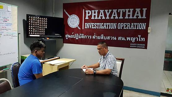 สืบสวนพญาไทบุกรวบตัวโจรกระชากกระเป๋าโดยมีปืนเป็นอาวุธ