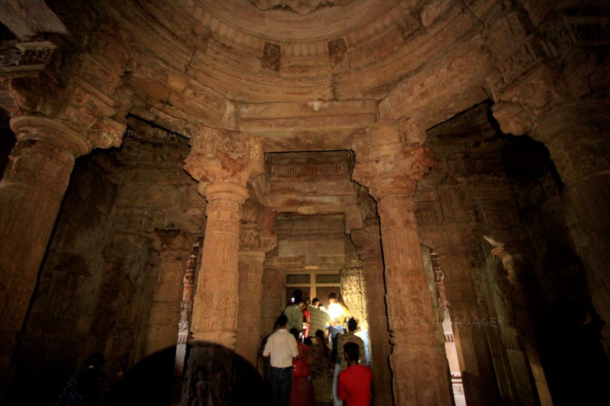 ภายใน Gudhamandapa