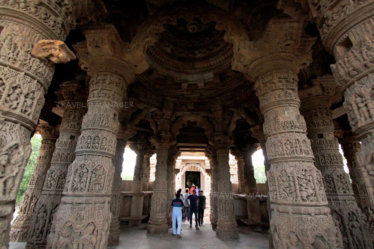 ภายใน Sabhamandapa