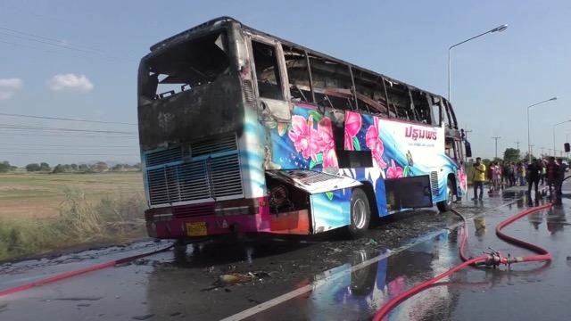 ไฟไหม้รถบัสงานแต่ง บนถนนสายเอเชีย ผู้โดยสารกว่า 40 ชีวิต หนีตายอลหม่าน