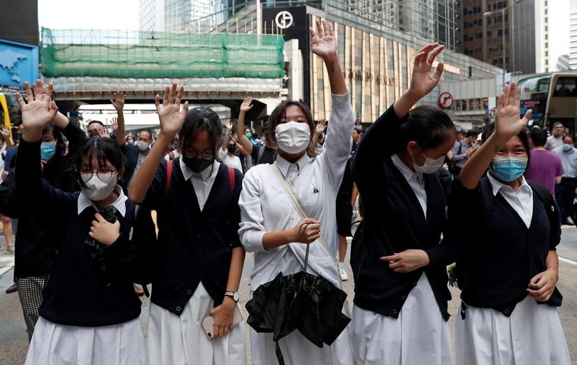 จีนฮึ่ม 'ศาลฮ่องกง' ไม่มีสิทธิ์ตัดสินคำสั่งห้ามม็อบสวมหน้ากาก 'ขัดรัฐธรรมนูญ'