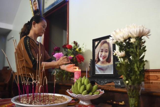 ครอบครัวเหยื่อชาวเวียดนามคดีรถบรรทุกอังกฤษต้องกู้เงินจ่ายค่าดำเนินการนำศพลูกหลานกลับประเทศ