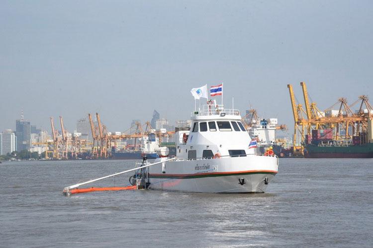 """บางจากฯ ร่วมดูแลเจ้าพระยา เปิดใช้งานเรือ """"ศรีธารารักษ์ 8"""" เก็บคราบน้ำมัน"""