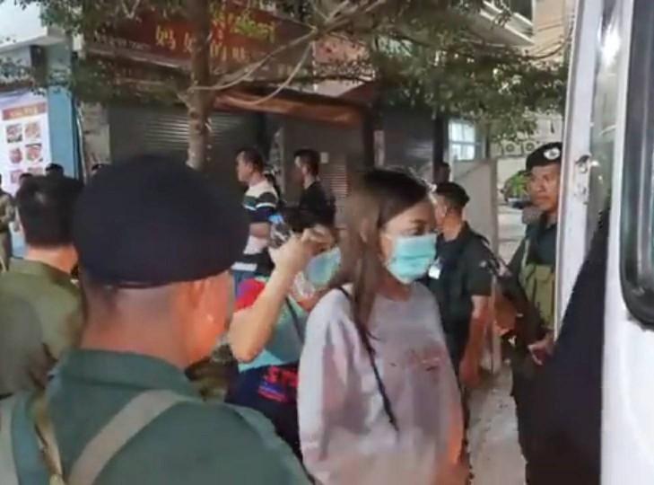 รุดช่วย! ผวจ.สระแก้วนำทีมเข้ากัมพูชาช่วยคนไทย 169 ราย ถูกจับในบ่อนพนันเมืองปอยเปต