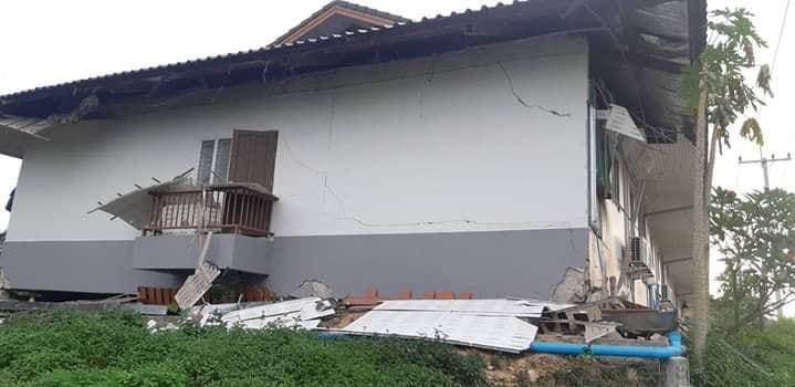 บ้านเรือนประชาชนในเมืองหงสาแตกร้าวเสียหาย จากแรงสั่นสะเทือนของแผ่นดินไหว (ภาพจากเฟซบุ๊ก Saona Studio.ຊາວນາສະຕູດີໂອ)