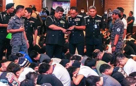 มาเลเซียบุกจับแก๊งต้มตุ๋นออนไลน์ รวบตัวชาวจีนได้เกือบ 700 คน