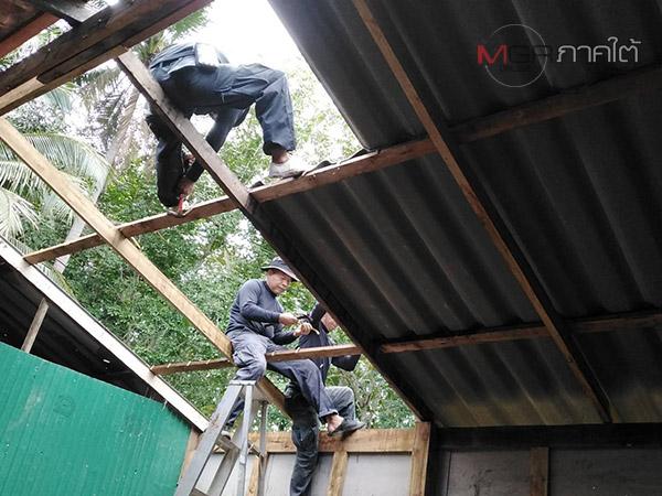 ทหารช่าง 43 นำกำลังเร่งเข้าซ่อมแซมบ้านชาวบ้าน จากเหตุยิงปะทะเดือดที่ปัตตานี