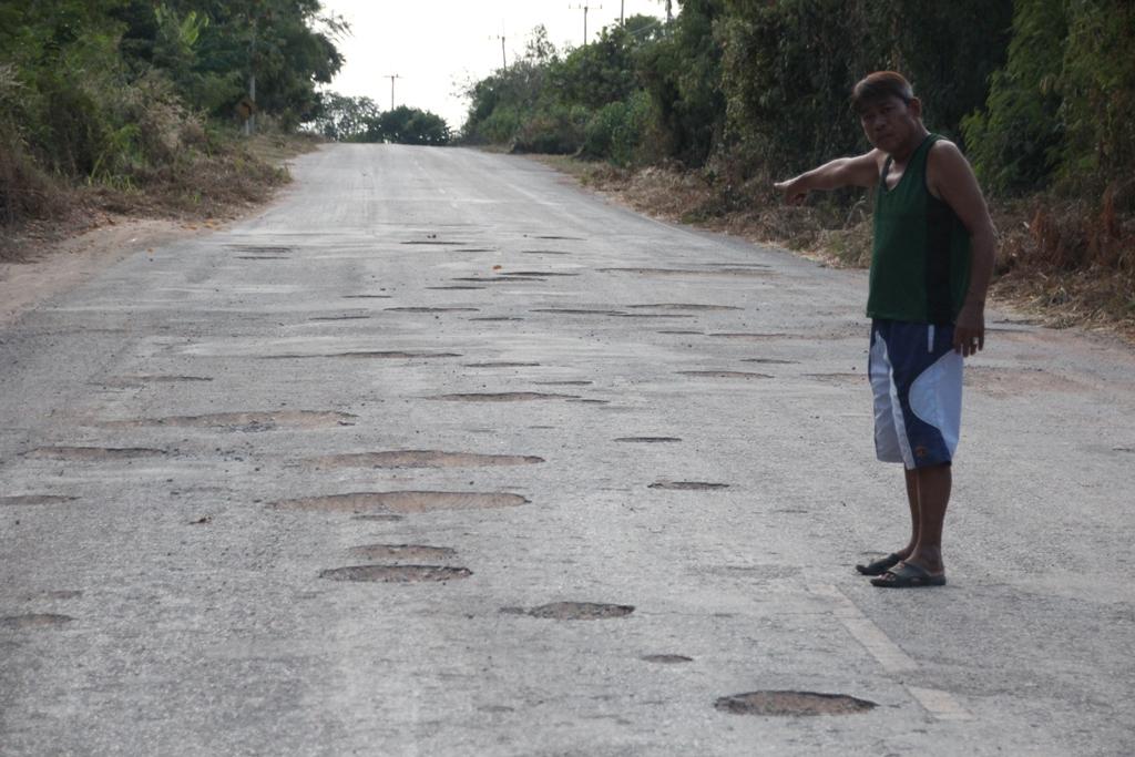 ถนนหรือหลุมขนมครก!? ชาววังไทร-วังตะเคียน ครวญถนนพังยาว 3 กิโลฯไร้หน่วยงานแก้ไข