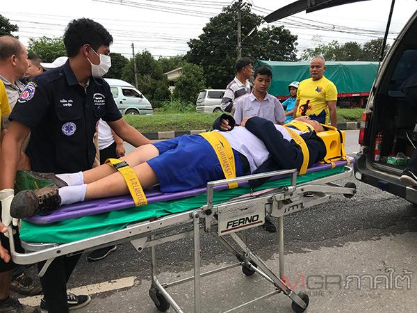 เกิดเหตุรถนักท่องเที่ยวชาวมาเลเซียชน นร.รร.กอบกุลวิทยาคมบาดเจ็บ 1 ราย