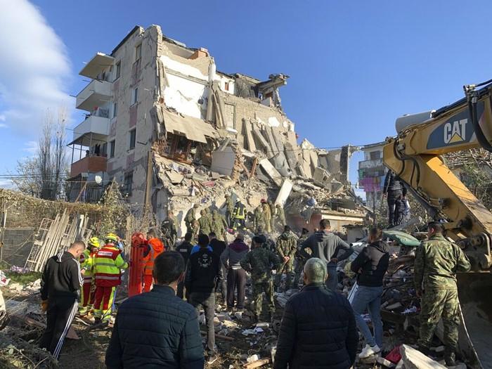 แผ่นดินไหวที่แอลเบเนียตอนรุ่งสางขณะผู้คนนอนหลับ ตายอย่างน้อย 14 เจ็บกว่า 600