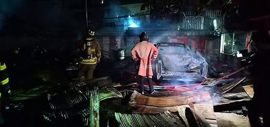 ไฟไหม้บ้านเรือนประชาชนซอยมนตรีถนนประชาราษฎร์บำเพ็ญสาย 1
