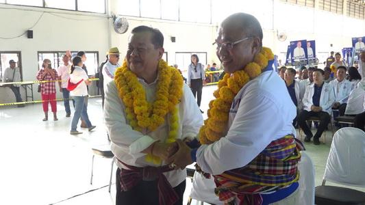 """""""สมศักดิ์""""มั่นใจคว้าเก้าอี้ ส.ส.เขต7ขอนแก่นเพิ่มเสียงให้รัฐบาล แกนนำเพื่อไทยแห่ให้กำลังใจผู้สมัคร"""