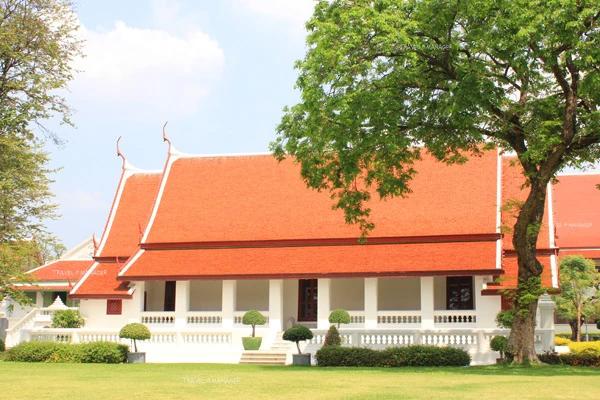 ท้องพระโรง อาคารเดียวภายในพระราชวัง ที่หลงเหลือจากสมัยสมเด็จพระเจ้าตากสินฯ