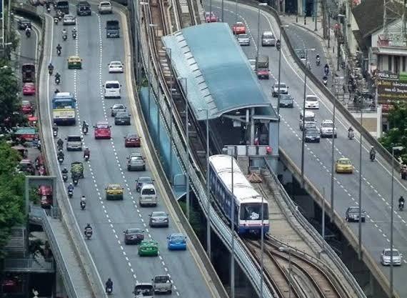 """EIA ฉลุย! เตรียมทุบสะพานตากสิน """"ขยายสถานีบีทีเอส""""แก้คอขวด"""