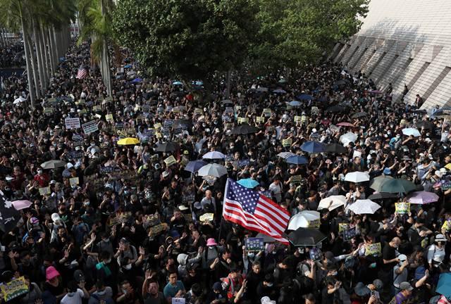 จีนจับกุมต่างชาติสองคน ในข้อหาแทรกแซงกิจการในฮ่องกง