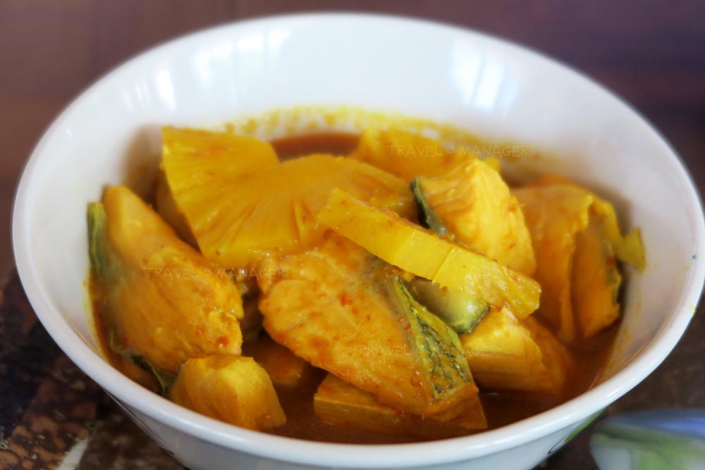 แกงส้มสไตล์ภูเก็ต ใช้สับปะรดภูเก็ตมาเป็นส่วนผสมหลัก