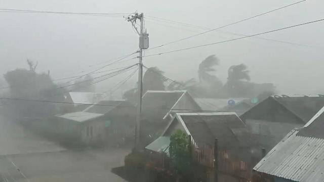 ฟิลิปปินส์อพยพคนสองแสนหนีไต้ฝุ่นคัมมูริ เตรียมปิดสนามบินหลัก