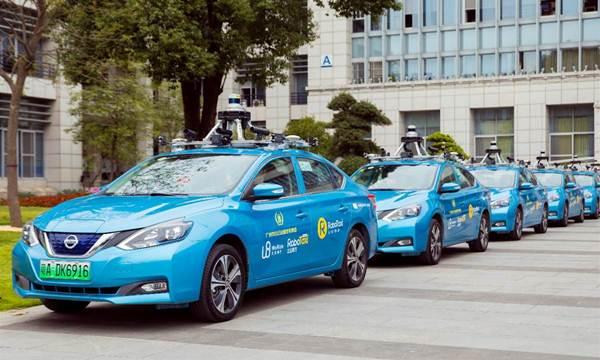 ภาพขบวนรถแท็กซี่ไร้คนขับให้บริการประชาชนในช่วงทดลองวิ่ง (ภาพสื่อจีน https://www.lieyunwang.com/archives/461185)