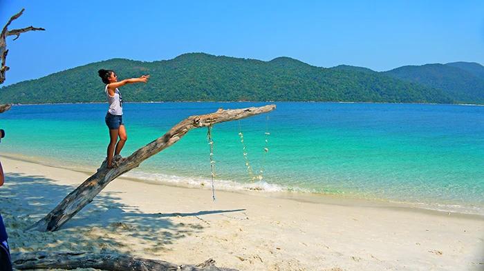 เกาะราวี หาดทรายขาวเนียน น้ำทะเลสวยใส