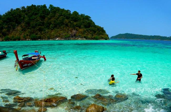 เกาะรอกลอย(รอ-กลอย) น้ำสวยใสดุจดังสระเปิดกลางทะเล แห่งหมู่เกาะตะรุเตา