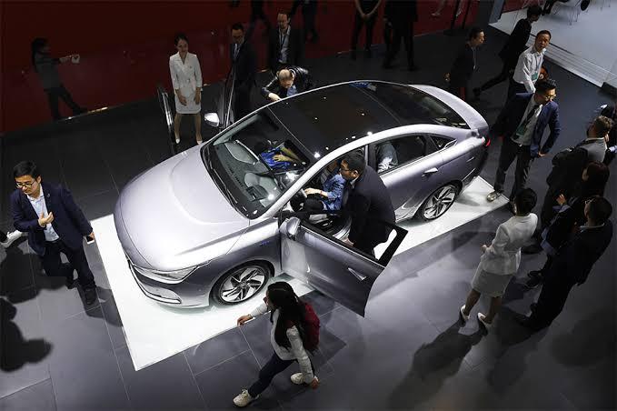 จีนตั้งเป้า 1 ใน 4 ของรถยนต์ที่ขายในปี 2025 ต้องเป็นรถไฟฟ้า