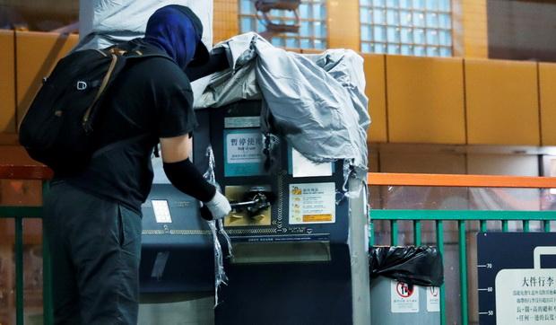 ราคาประชาธิปไตย!ศาลฮ่องกงสั่ง2เยาวชนจ่ายชดเชย1ล้าน ทำลายสถานีรถไฟระหว่างชุมนุม