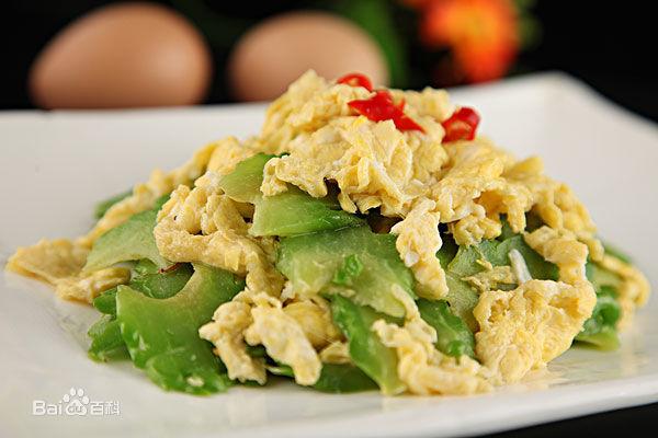 มะระผัดไข่ ขอบคุณภาพจาก https://baike.baidu.com/item/苦瓜炒蛋
