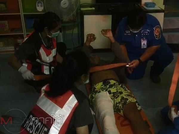 หนุ่มป่วยทางจิตน้อยใจแม่บ่นกระโดดจากชั้นสองของบ้านตกลงมาขาหัก