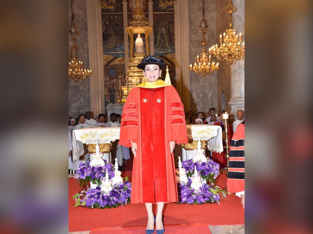 พระราชินี ทรงเป็นประธานเปิดงาน 50 ปี แห่งการก่อตั้งมหาวิทยาลัยอัญสัมชัญ