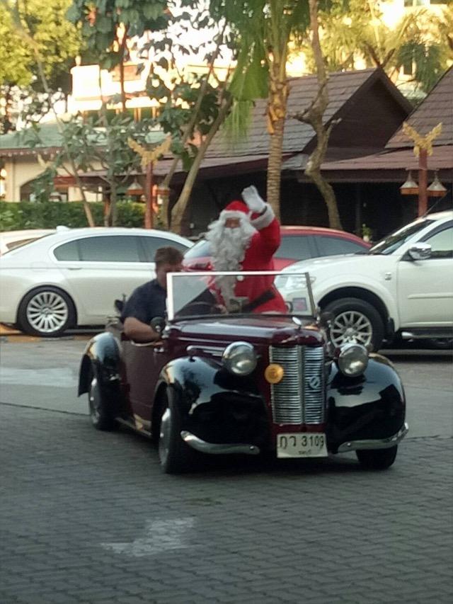 สโมสรโรตารี่พัทยาจัดงาน. Pattaya Classic Car โชว์รถโบราณ  เพื่อหารายได้นำไปสนับสนุนเด็ก ด้วยโอกาศ